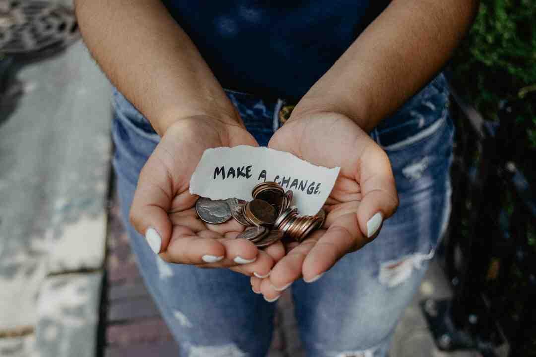 How do free blogs make money online?