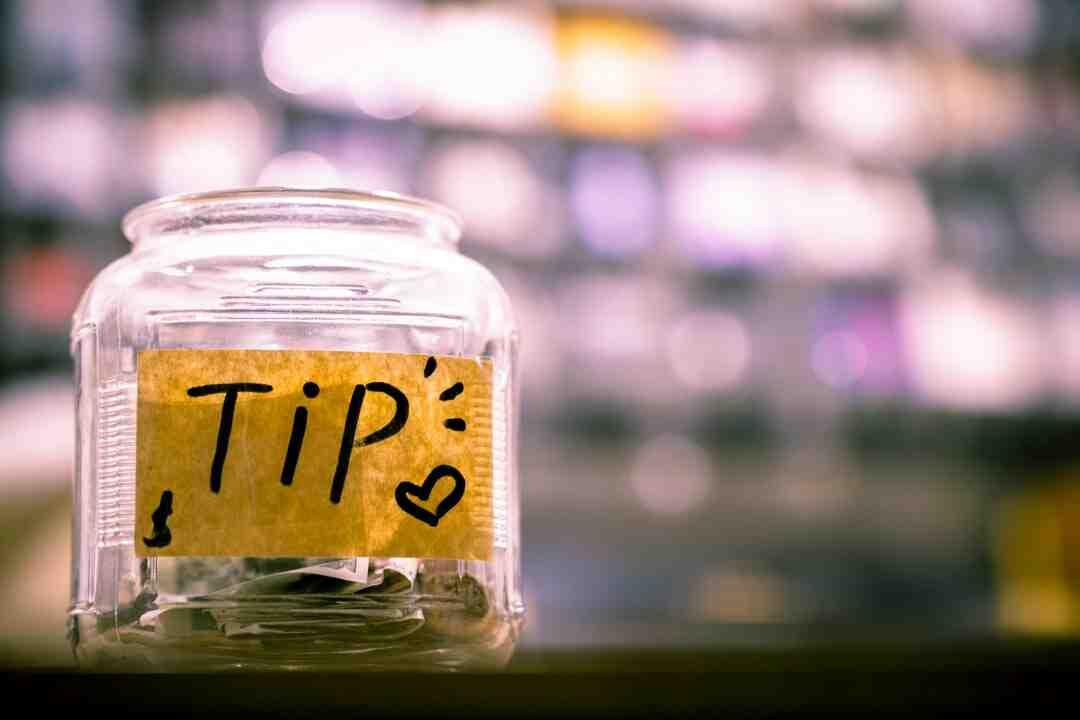 How do blogs earn money