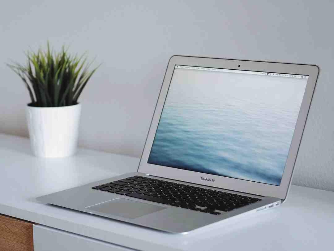 How to Clean a MacBook Air Screen